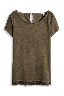 The best known characteristics of cotton are that it is natural, breathable, comfortable, and that it shrinks. A new t-shirt made from percent cotton or close to percent, can be expected to shrink a little after the first wash.